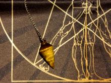 Комплект Скатерть для маятника Магические воздействия и Здоровье человека + Маятник Тигровый глаз